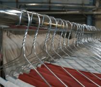 Производство и продажа вешалок для химчисток